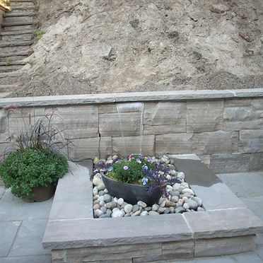 Retaining walls with plant box